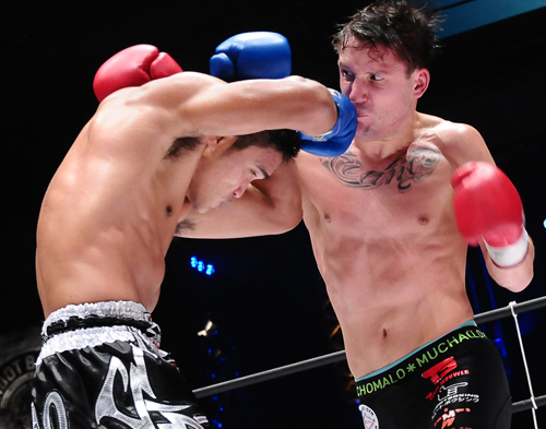 【シュートボクシング】アンディ・サワーが決勝で師弟対決を制しS-cup4度目の制覇!