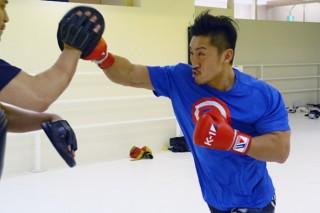 公開練習でミット打ちを披露した山崎。約半年ぶりの復帰戦でゲーオに挑む