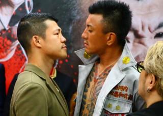 北関東最大の暴走族の元総長・ユウタ(右)と睨み合う亀田興毅(左)