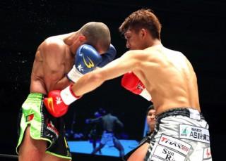 野杁(右)が徹底したボディ攻めで、地元名古屋でのKO勝利を飾った