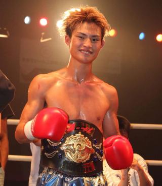 【アクセル】へビー級タイトルマッチ、無敗の王者・南米の猛獣ピーターソンに岡崎が挑む