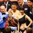 【ボクシング】井岡の表彰式で目立ちすぎのラウンドガールは、ミスマガジンの岡田佑里乃