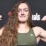 【UFC】長髪美女戦士ラッドと黒ビキニのデュモントがマッスルポーズで計量パス